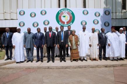 Ecowas head of governments pose for a group photograph after attending the Ordinary Session of the Ecowas Heads of State and Government in Abuja, Nigeria December 17, 2016. REUTERS/Stringer